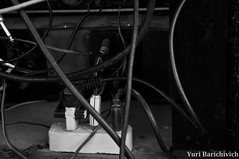 Fotojornalismo 104 - Dia das Crianas (yuribarichy) Tags: charity people blackandwhite lines meninos linhas branco kids toys pessoas nikon bars play mother photojournalism preto celebration monocromatic barras crianas childs meninas filhos pretoebranco jumps baloons comemorao fotojornalismo espiritismo celebracion celebrao mes monocromtico pulapula caridade diadascrianas filas pulos d5000