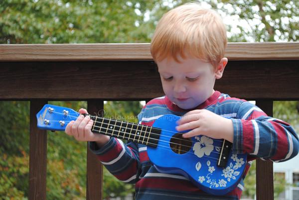 Breck-with-ukulele