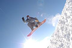 Surfeur des NeigesCG64 (Tourisme 64) Tags: sun snow ski southwest landscape vacances holidays weekend snowboard neige snowboarder slope pyrnes gourette sjour sudouest barn artouste pyrnesatlantiques lapierresaintmartin surfdesneige atlanticpyrenees bearnbasquecountry bearnpyrenees