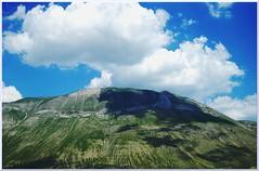 BORDER NATURAL (Luca Alcherigi) Tags: nuvole confine ombra cielo terra umbria