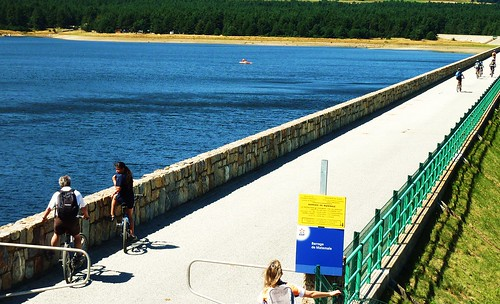 Crossing the dam at Matemale, Languedoc-Roussilon. Photo: Thierry Llansades