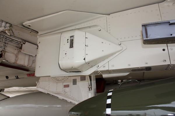 EAA10_F-4E_71