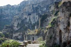 Les Sassi (partie non rnove et habite jusque dans les annes 50) (gillyan9) Tags: sassi troglodytes italie balacante