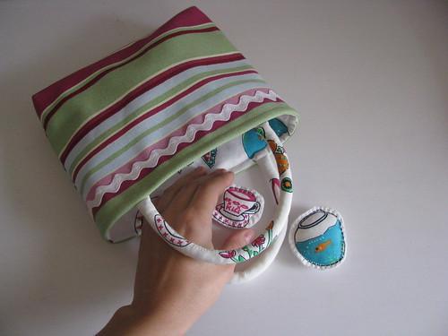 o que cabe na mala de uma menina?