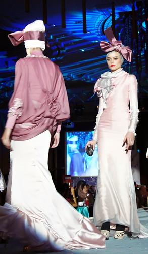 Islamic fashion festival 2010 - Jovan Mandagie (3)