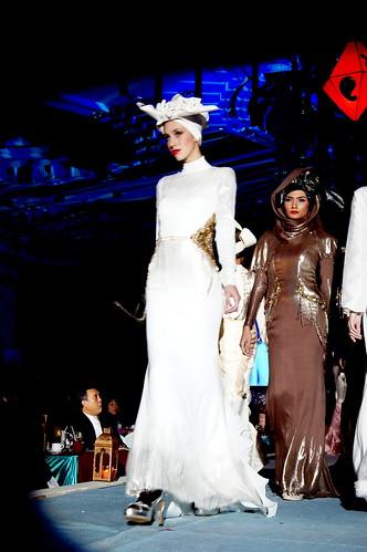 Islamic fashion festival 2010 - Jovan Mandagie (4)