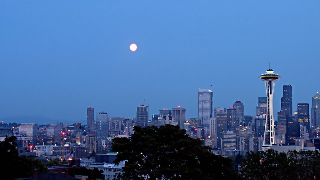 Twilight - Moonrise Seattle