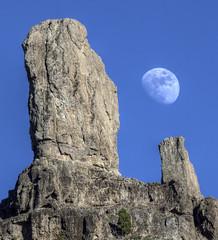 [フリー画像] 自然・風景, 岩山, 月, 201011191900