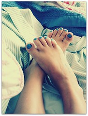 Saturday Morning (Teka e Fabi) Tags: blue feet azul saturday nailpolish sabado pes simplelife vidasimples tekaefabi