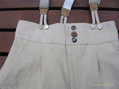 détail pantalon mixte à l