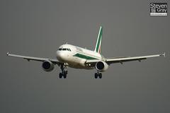 EI-DTI - 3976 - Alitalia - Airbus A320-216 - Luton - 101101 - Steven Gray - IMG_4261