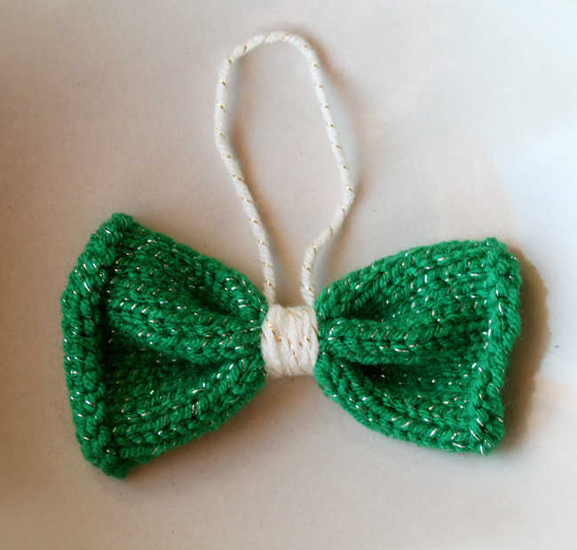 knitted bow ornament- green sparkle