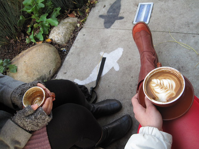coffee, girlfriends y botas