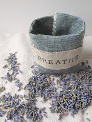 tutorial: breathe cuff (mayalu) Tags: linen lavender howto cuff breathe simplegifts peacefulholidays