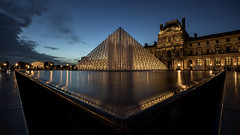 Nightfall at Napoleon's Court (gimmeocean) Tags: cournapoléonetpyramiddulouvre pyramidedulouvre louvrepyramid louvre pyramid courtyard glasspyramid impei napoleoncourt pyramidofthelouvre paris france bluehour lowangle le longexposure architecture night city dusk
