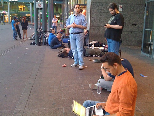 Waiting for the iPhone 4 in Helsinki, Finland