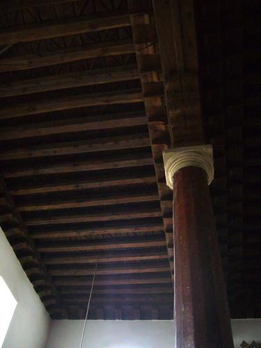 P1040818   Ahi Elvan Camii, colonne de bois avec chapiteau de marbre
