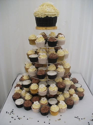 Black Ivory Gold Themed Wedding Cupcakes black ivory mint wedding