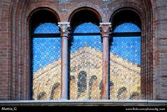 Duomo riflesso (Mattia_G) Tags: finestra parma duomo palazzo riflessi arco vetri vetro archi cattedrale riflesso finestre vescovo riflessione vescovile trifora