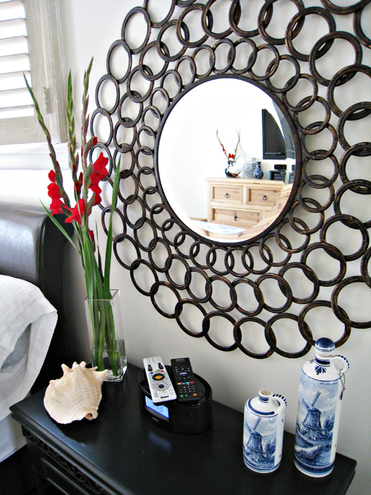 circles mirror+shells+blue and white porcelain+master bedroom decorating ideas