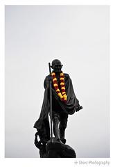 Gandhiji's Garland (Shivz Photography) Tags: india gandhi independenceday marinabeach gandhiji mkgandhi fatherofthenation gandhijayanthi