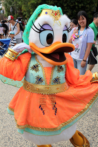 Meeting Arabian Daisy Duck
