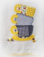 Acho que aprendi... (El Bernardes) Tags: handmade artesanato amarelo cozinha detalhe manualidades costura botes apliqu patchcolagem caseado panodeprato arteiras retalhosdepano