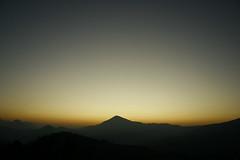 Anaikatti beckons (harikbalasundaram) Tags: morning light sunrise outdoors dawn twilight magic happiness hills photowalk hari ctc coimbatore catchlight anewday canoneos400d chennaitrekkers ctcstudio anaikattihills othamaramhillock