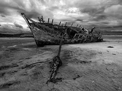 Eddie's boat revisited (Ian Humes) Tags: ireland blackandwhite beach clouds geotagged coast boat blackwhite cloudy coastal wreck biancoenero blancinegre countydonegal countydown bunbeg noireblanc eddiesboat