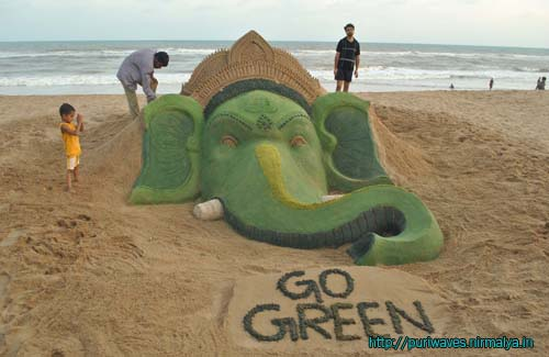 Green Ganesha at Puri Beach – Sand Art