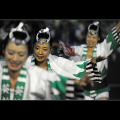 Green dancers (Laurent T (aka thery_lg)) Tags: street festival japan night tokyo dance nightshot dancer tradition matsuri awa awaodori koenji