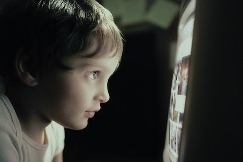 フリー写真素材, 人物, 子供, 少年・男の子, 横顔, PC・パソコン,