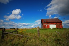 after and before... (artsy_T) Tags: blue red sky ontario canada clouds barn rural fence country september ridgetown 들판 lindayouwouldhavedied sosomanybarns thisroutewasscreamingyourname
