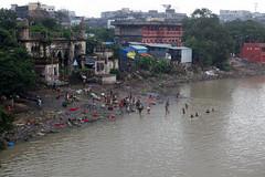Baignade matinale dans le Gange (hubertguyon) Tags: india western bengal calcutta ganga inde baignade gange bengaleoccidental earthasia