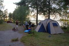 So und jetzt Abendessen und Lagerfeuer! (chinee1111) Tags: camping sunset sea sky water see sonnenuntergang sweden sony schweden free 350 alpha