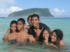 Kids of Lalomanu, Samoa (funkthat23) Tags: beach kids children polynesia islands locals pacific sony cybershot samoa sini lalomanu litia fales taufua hx1