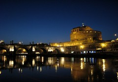 Castelo Santo Angelo, Roma (Francisco Arago) Tags: lighting bridge blue light sky copyright rome roma reflection rio azul arquitetura architecture night reflections river francisco europa europe italia arch photographer nightshot cu structure architectural ponte castelo noite luzes bluehour ponto reflexo reflexos fotgrafo castel allrightsreserved castelsantangelo arcos turistico luminrias estrutura tiberriver cidadehistrica uniao europeia aragao riotevere pontoturstico horaazul velhomundo riotibre castelosantoangelo pontesantoangelo cidadeeterna franciscoarago velhocontinente todososdireitosreservados