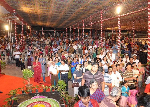 Over 2,000 residents join the arti at the Magarpatta City Ganesh Festival
