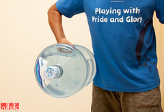 264/365 - Flexing muscles (.:shk:.) Tags: water bottle arm qatar lifting safa dumbell shk alkhor canoneos500d shkarim sogirkarim sogskarim