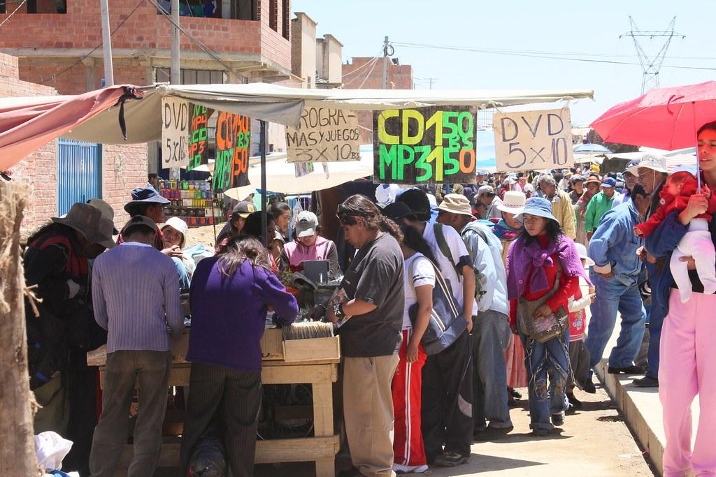 Legg merke til prisen, 5 dvder til prisen av 10 boliviano, dvs 9 kroner. Tror det er billig - selv her.