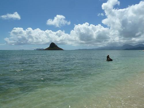 Chinaman's Hat (Mokolii Island) and diver