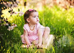 Zoe ({amanda}) Tags: girl vintage spring toddler mine naturallight suitcase 15months hairbow amandakeeysphotography spring2010 sweetbittybows