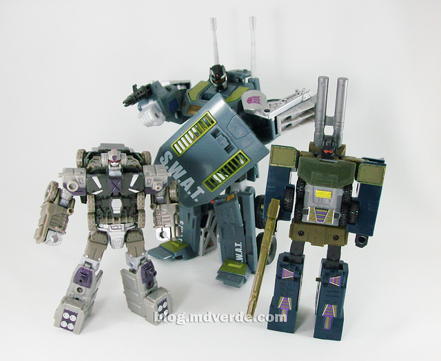 Transformers Onslaught Universe Deluxe - modo robot vs Onslaught G1 vs Onslaught Ultra