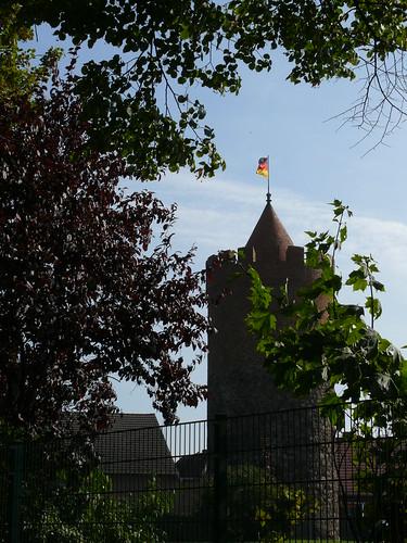 Pulverturm mit Schwarz-Rot-Goldener Fahne