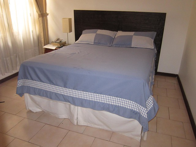 A double bed in Casa Toscano