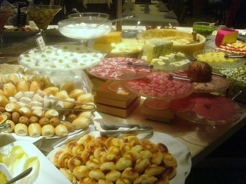 Buffet de embutidos y quesos