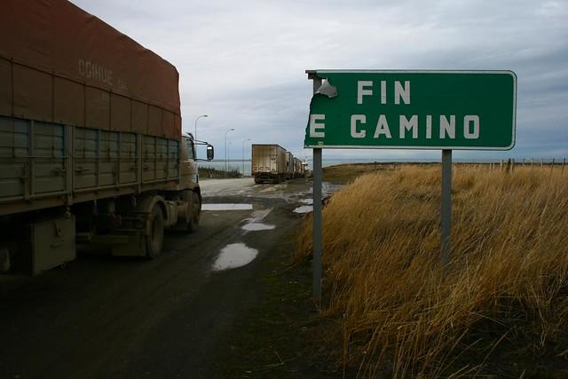 estrecho de Magallanes, y más al fondo, Argentina continental.