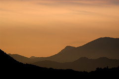 Alba sul Lago Maggiore (Paolo Bosco) Tags: red sky italy orange yellow digital dawn pentax alba 5 giallo cielo 300 vb rosso arancio fa bibble baveno bibblepro bibblelabs k20d