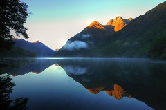 Perfect reflections at a New Zealand sunrise (16.000+ views!) (msdstefan) Tags: pictures trip morning travel newzealand vacation sky panorama sun mist lake holiday sol sunrise landscape island see soleil nationalpark nebel pics urlaub himmel nikond50 best insel sound milford landschaft sonne sonnenaufgang morgen rtw isla nicest gunn neuseeland kste fjordland lakegunn landschaftsbild flickrestrellas 100commentgroup oltusfotos mygearandmepremium mygearandmebronze mygearandmesilver mygearandmegold mygearandmeplatinum mygearandmediamond dblringexcellence tplringexcellence bestofblinkwinners artistoftheyearlevel4 aboveandbeyondlevel1 aboveandbeyondlevel2