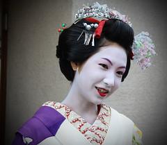 she doesn't look bad (sayonara80) Tags: woman flower girl japan donna kyoto pattern makeup maiko geisha quarter kimono gion fiori giappone ragazza trucco gionquarter